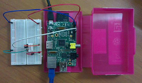 raspberry-pi-dht22-temperature-Humidity-to-twitter